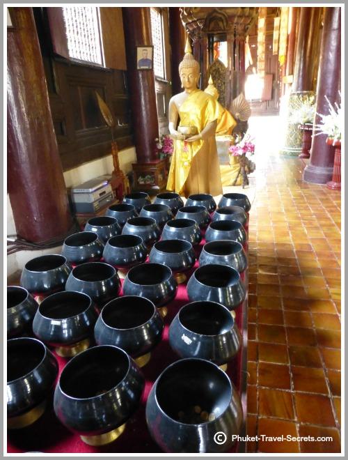 Buddha Images and pots within the prayer hall at Wat Pan Tao