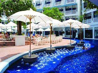 Outdoor dining at the Andaman Seaview Hotel