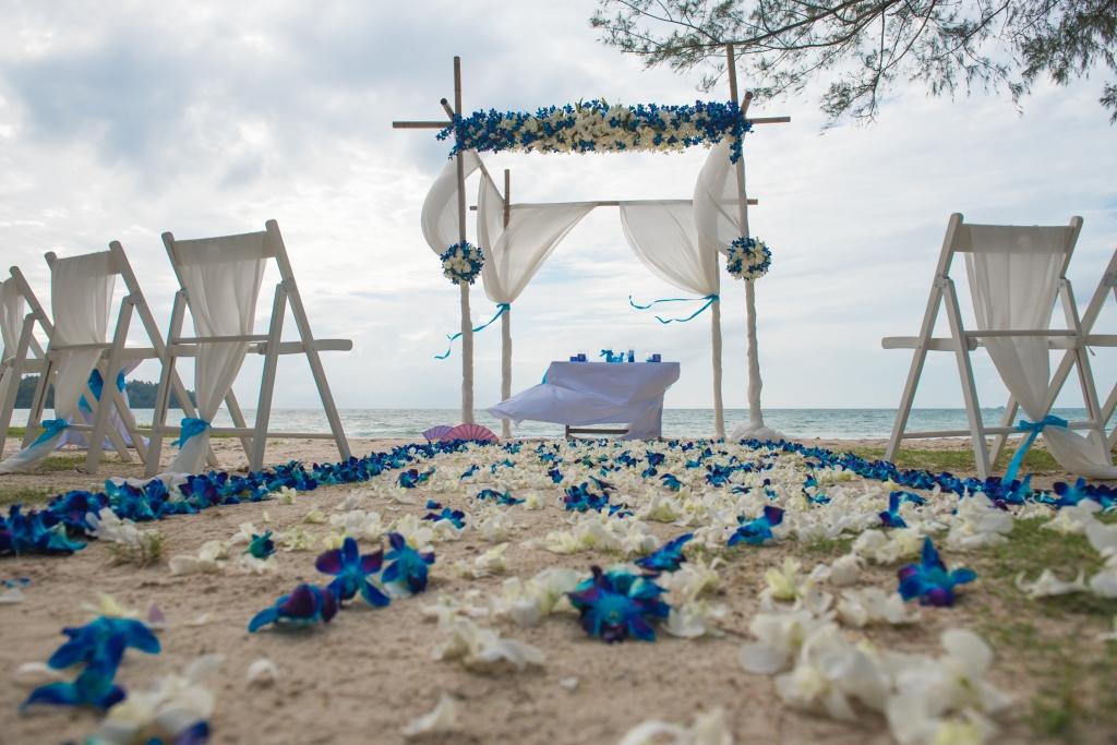Beachfront wedding setting in Phuket