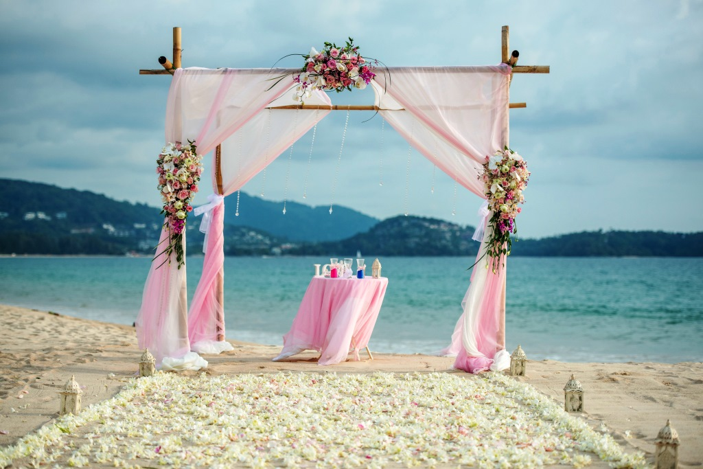 Beachside weddings near Phuket