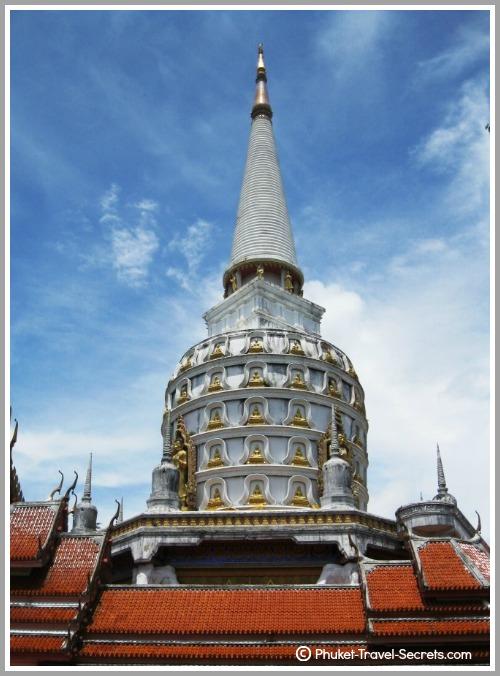 Phra Mahathat Chedi Phutthathambanlue in Phang Nga.