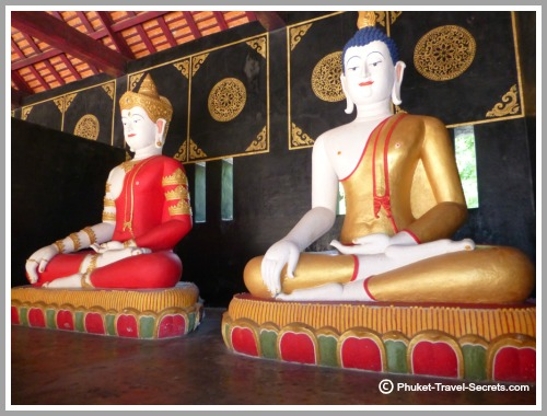 Buddha Images on the grounds of Chedi Luang.