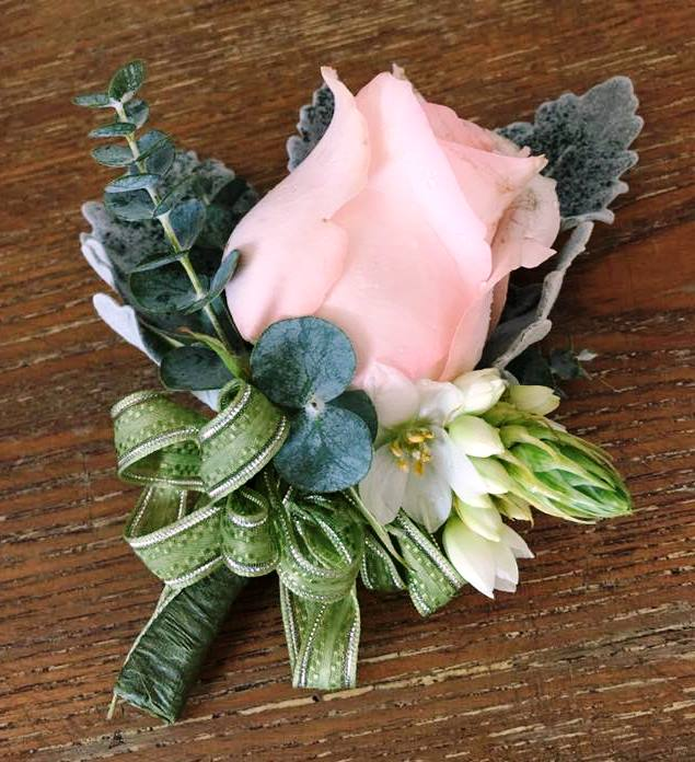 Boutonniere designs by Toom