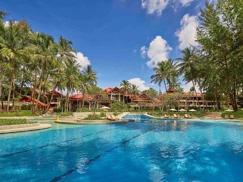 Luxury beachfront resorts in Phuket