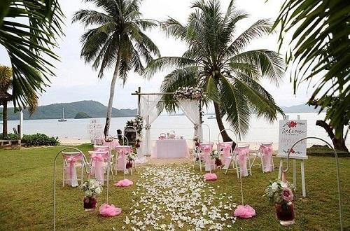 stunning backdrop for garden weddings
