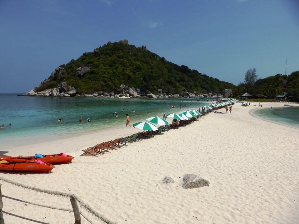 Clean swimming lagoons at Nang Yuan Island