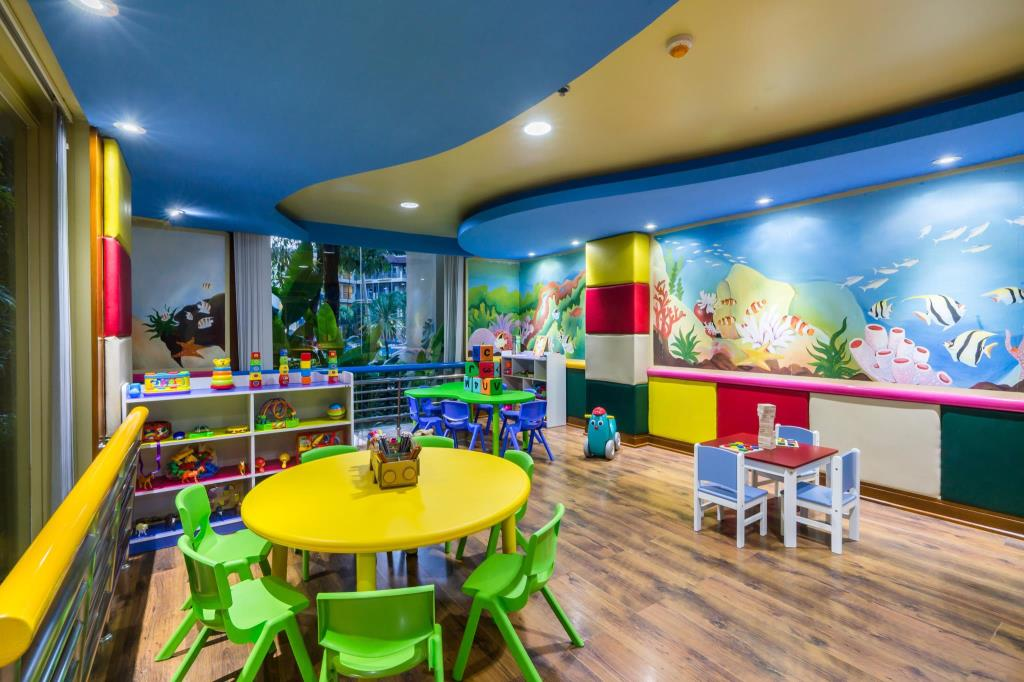 Marriott Resort & Spa Resort Merlin Beach kids club