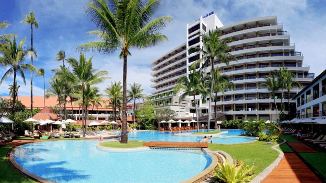 Patong Beach Hotel swimming pool