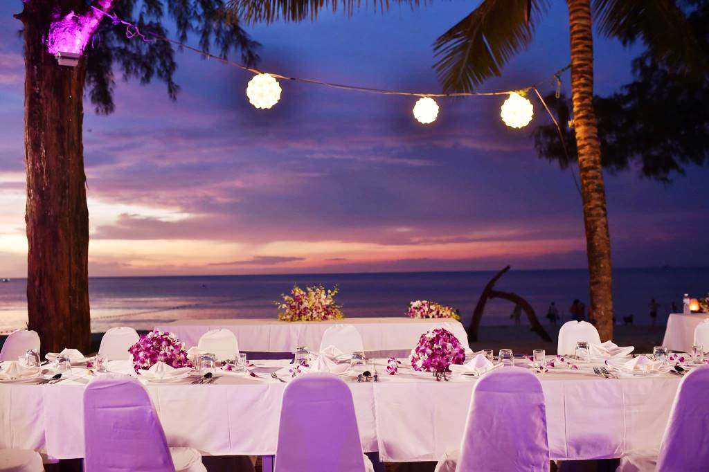 Stunning sunset sets the backdrop for this wedding in Phuket