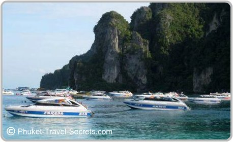 Speed boats in Tonsai Bay.