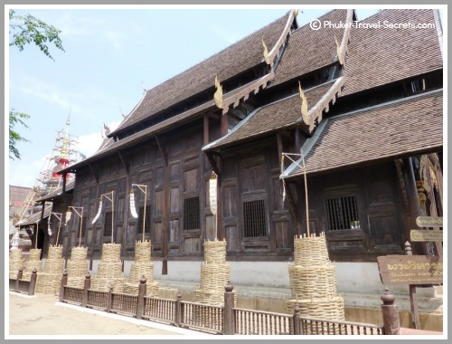 Wat Phan Tao is one of a few remaining wooden temples in Chiang Mai, the viharn is made from Teak.