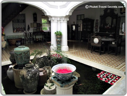 The center piece of Baan Chinpracha House   is the inner courtyard.