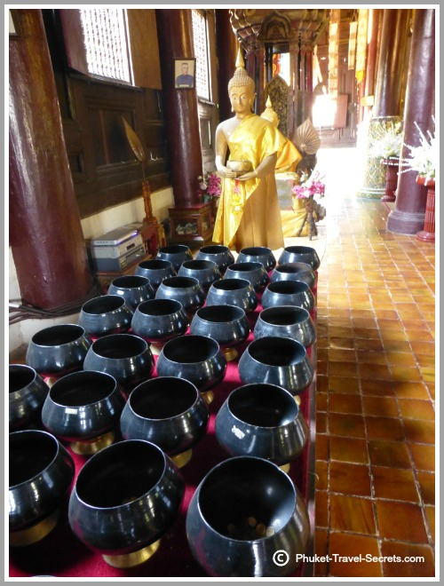 Buddha Images and pots within the prayer hall at Wat Pan Tao