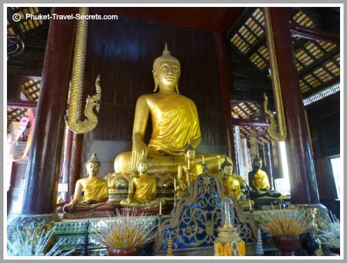 Stunning architecture inside Wat Pan Tao.